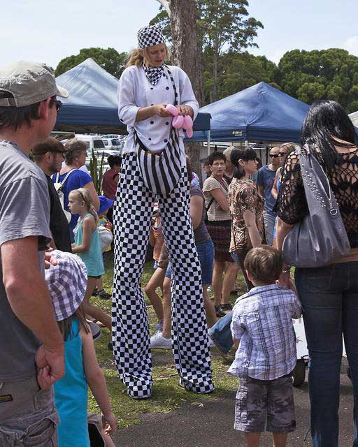 Stilt-walker---Bangalow-Markets-