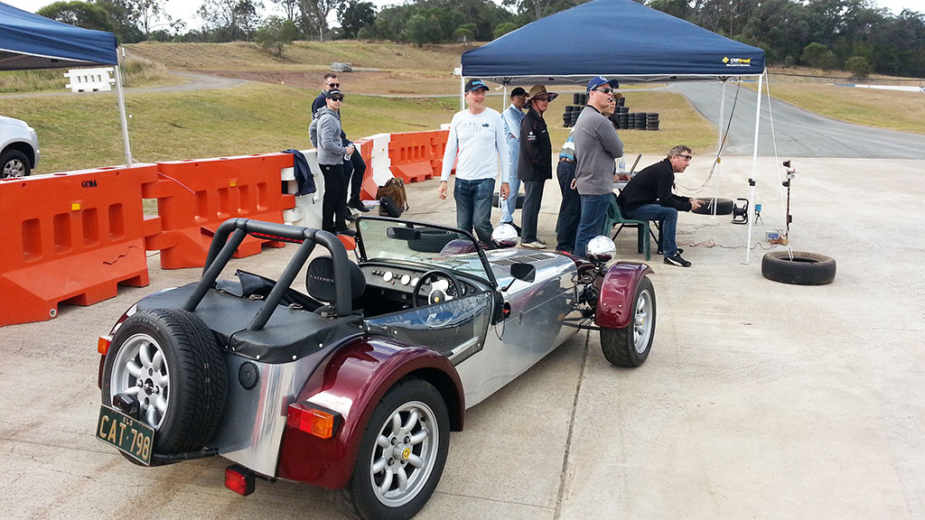 Daryl\'s Caterham and a stunned crowd