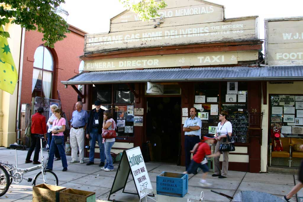 Antique_Shop_at_Yackandandah