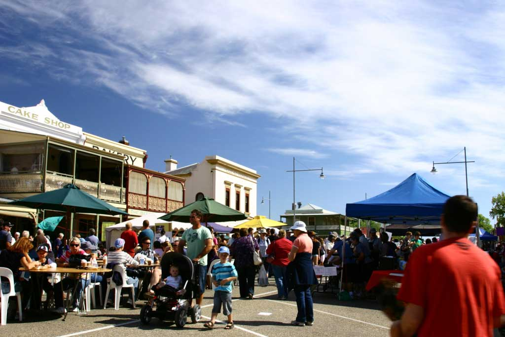 Main_street_of_Beechworth_festival