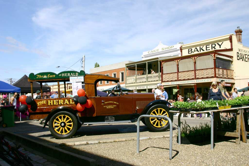 Part_of_main_street_of_Beechworth_Festival