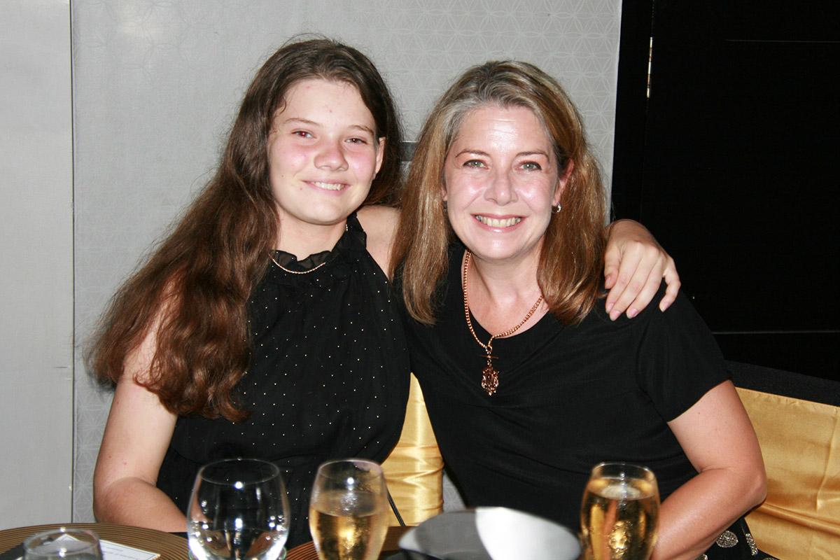 Hariett-Mackie-and-her-mum-Elizabeth-Mackie