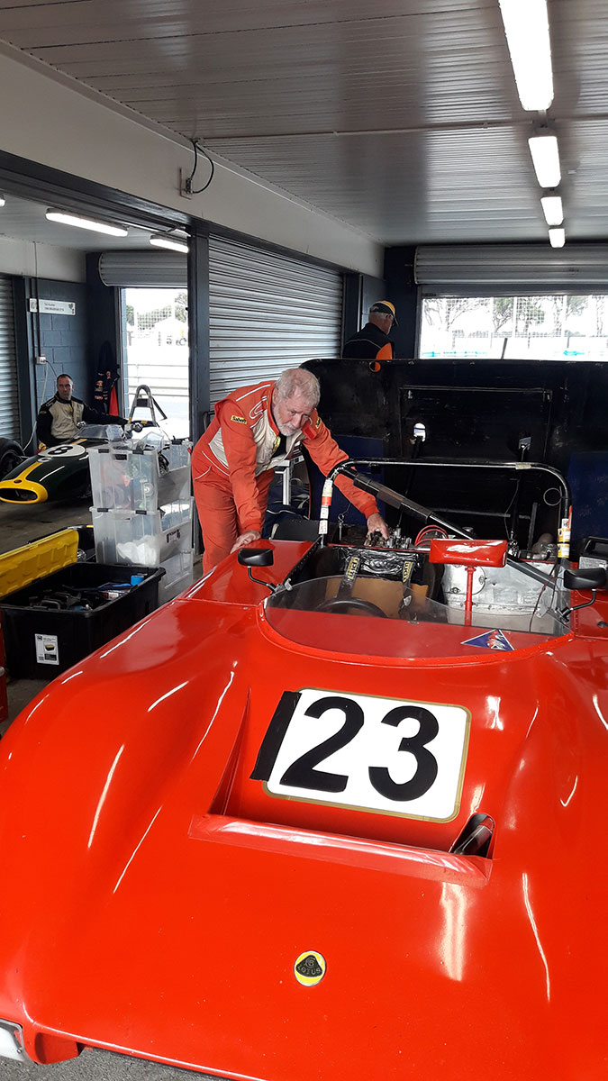 Warming-up-the-Flintstone-Lotus-at-Phillip-Island-lr