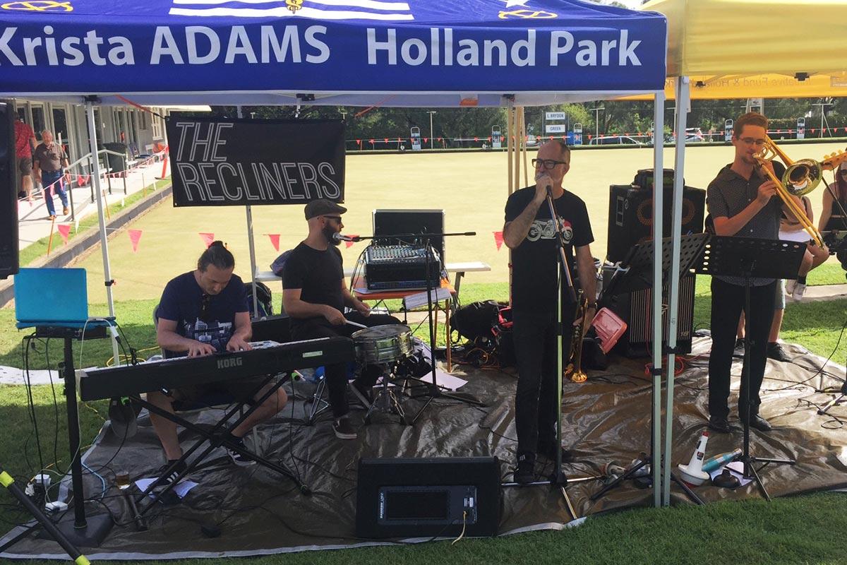 Vyvyans-band-providing-the-entertainment