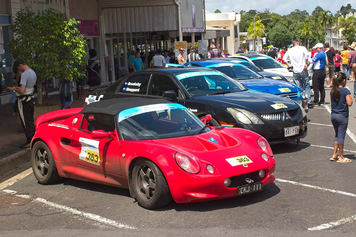 Criss-Elise-at-lunch-in-Innisfail