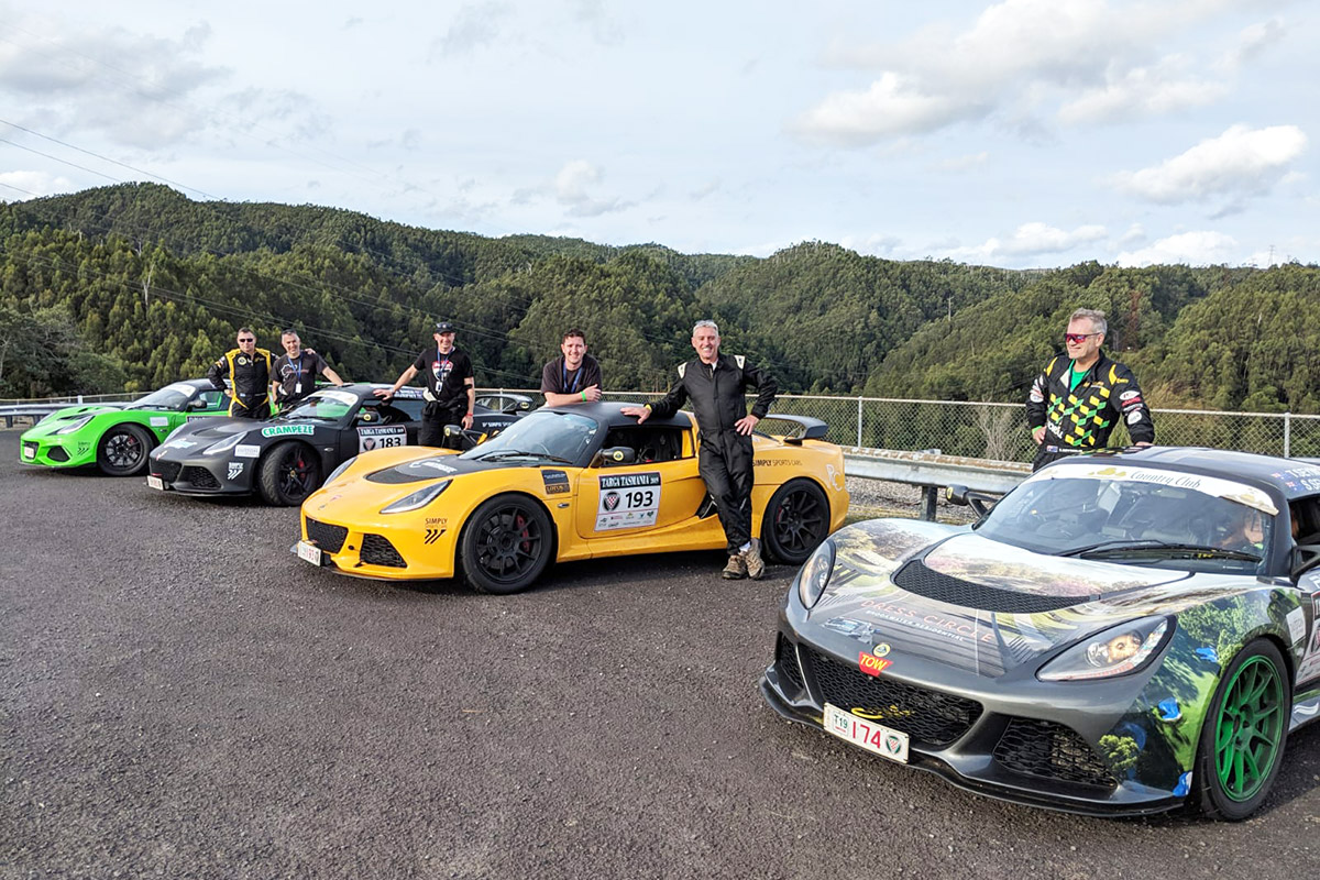 Lotus-crews-enjoying-the-scenery-by-Fergal-Murphy